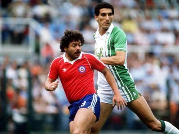 Carlos Caszely vestindo a camisa da seleção do Chile - Getty Images
