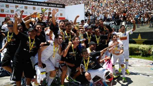 Jogadores comemoram o terceiro título da Copinha, o segundo consecutivo. Crédito - espn.com.br