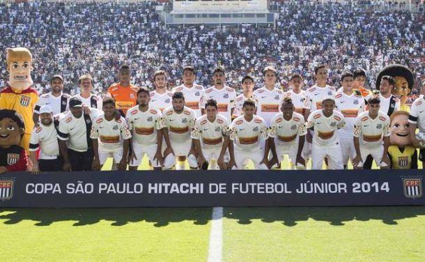 Elenco do Santos na Copa São Paulo de Futebol Junior posa para foto antes de conquistar o 3º título. Crédito - Miguel Schincariol