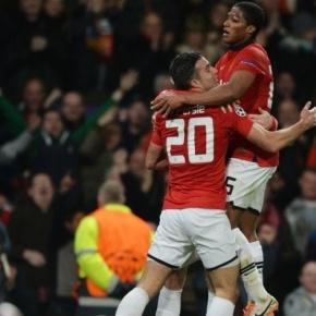 Hat trick de Van Persie leva Manchester United àsquartas