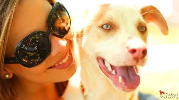 Andrea Giusti, fundadora do Procura-se Cachorro, e seu filho Zeca - Crédito: Divulgação