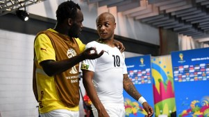 Michael Essien e Andre Ayew. Foto: Getty Images