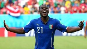 Joel Campbell, da Costa Rica, com camisa da Itália, depois do jogo entre as duas seleções. Foto: Getty Images