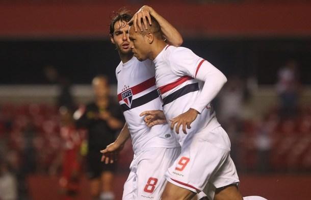Luís Fabiano empatou nos acréscimos para o São Paulo (Foto: Rubens Chiri/São Paulo FC)