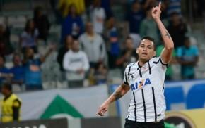Corinthians aproveita tropeços de rivais e sobe para terceiro noBrasileirão