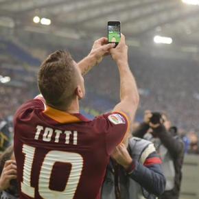 Totti: magia, recorde e umaselfie