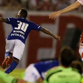 Cruzeiro vence River na Argentina e coloca um pé nasemifinal